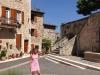 Das wunderschöne Renaissance-Dorf Barjac, unterhalb der Kirche