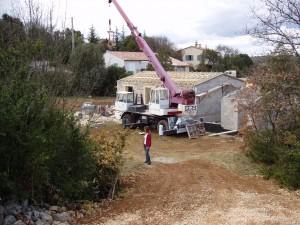 Baustelle Ferienhaus: der Dachstuhl ist schon drauf