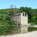Das Tal der Cèze in Südfrankreich, Département Gard. Alte Mühle bei Monteil.