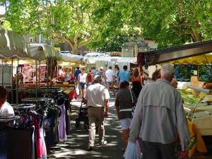 Barjac Wochenmarkt im Juli (Bildquelle: Baader)