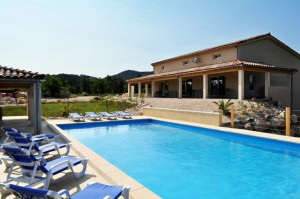 """Villa """"Vallon Pont d'Arc"""" in Vallon-Pont-d'Arc mit Pool und zwei Ferienwohnungen"""